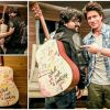 Shah Rukh Khan gifts Pritam a guitar to mark their 'Safar' in Jab Harry Met Sejal
