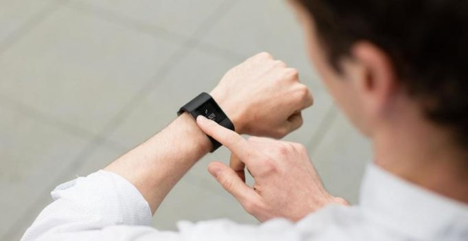 Flex 2: Fitbit's first 'swimproof' wearable