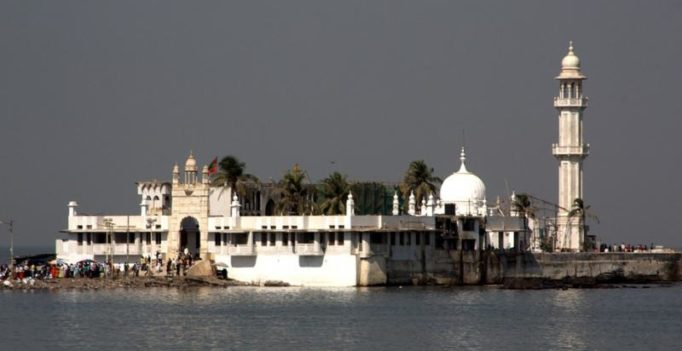 Women get HC nod to enter Haji Ali's inner sanctum; Trust to approach SC