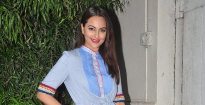 Watch: This is how Sonakshi Sinha trolled a pilot for calling airport 'station'