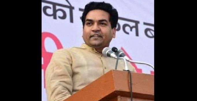 Anchor flashes Delhi minister's number on TV, latter returns 'love' on Twitter
