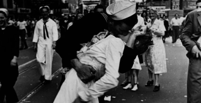 Woman in iconic WWII Times Square kiss photo dies at 92