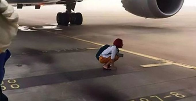 Couple miss flight, squat under plane with luggage to prevent it from taking off