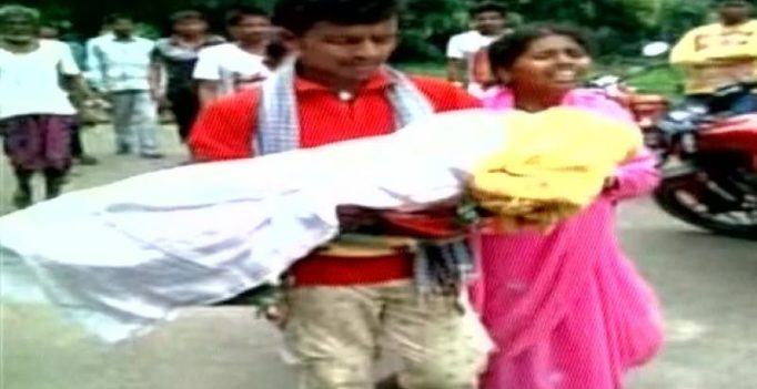 Odisha: Father carries daughter's body after ambulance throws them out