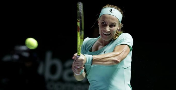 Watch: Kuznetsova cuts her own hair to beat Radwanska