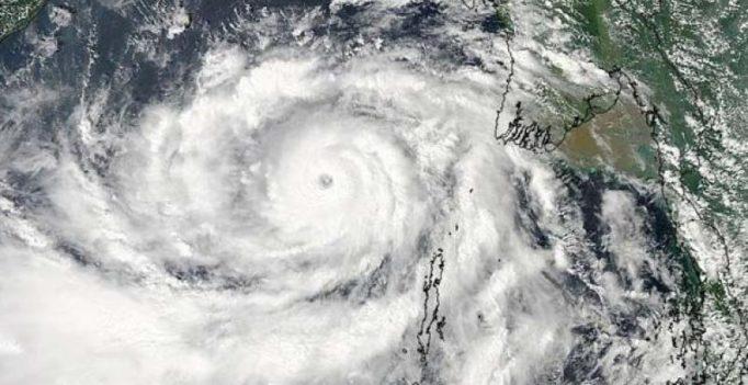 Vizag: Cyclone Kyant weakens, storm on in social media
