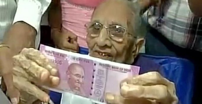 Note ban hits all: Modi's mother visits bank in Gujarat to exchange notes