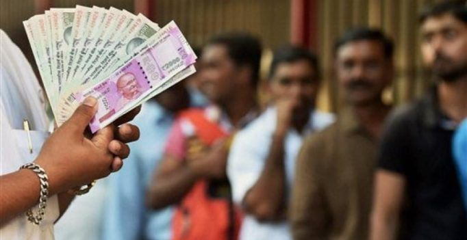 Government debunks rumours of ban on Rs 50, Rs 100 notes via Twitter