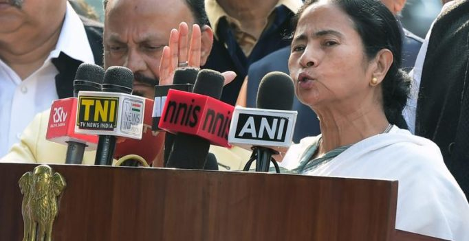 Allow circulation of old Rs 500 notes along with new ones: Mamata