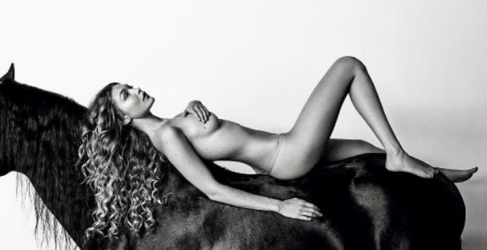 Zayn's supermodel gf Gigi Hadid bares it all, strips down for a magazine!