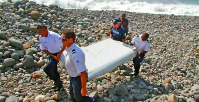 Flight MH370: 'No one at controls' when aircraft plunged into the sea