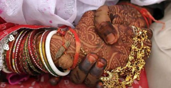 Demonetized wedding: UP Groom gets Rs 11, tea for guests