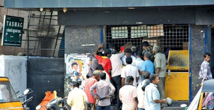 Chennai: Beer bottle fight inside Tasmac shop