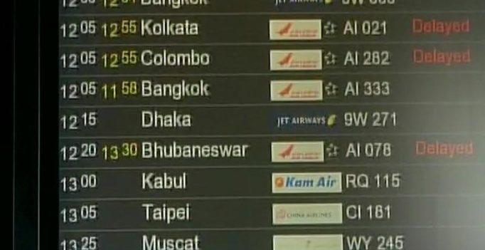 Dense fog envelops Delhi airport, flights diverted