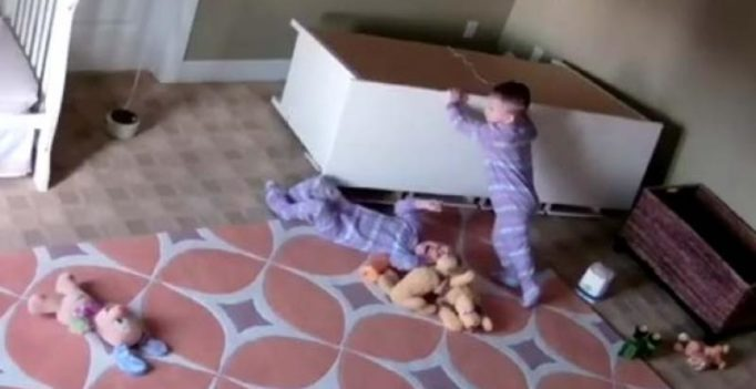2-year-old pushes fallen dresser off twin brother in video