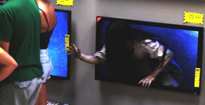 Video: Ghost crawling out of tv screen terrifies people at store