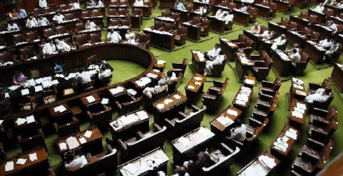 Lok Sabha passes Bill for payment of wages through cheques