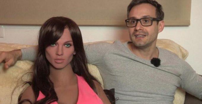 Video: Sex robot named Samantha has a functioning G-spot, loves kissing