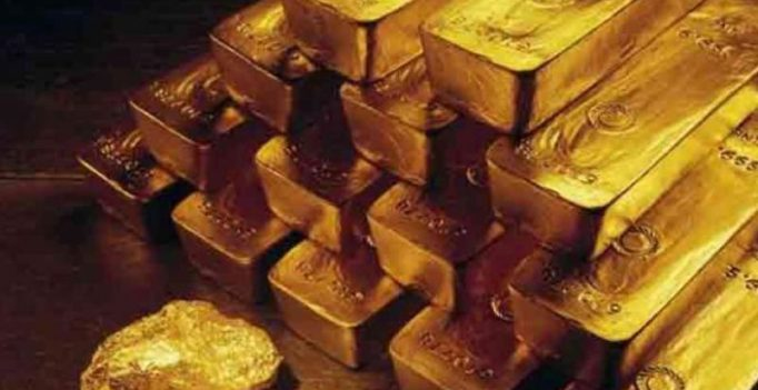 Pakistan: Millions in cash, 10 cars, gold seized from ex-cop, his constable son