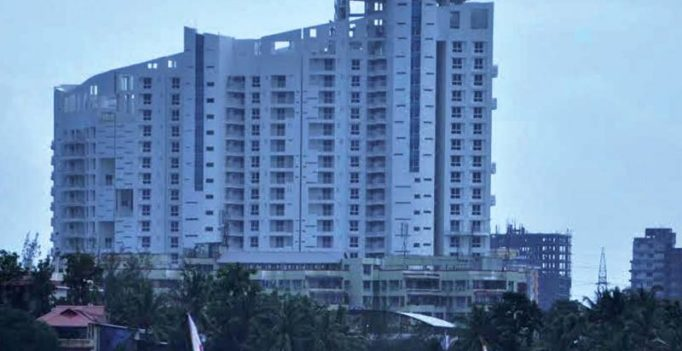 Maharashtra: Mother jumps off building after throwing her toddlers down, dies