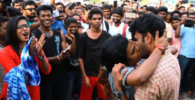 Kerala: Protesters dismiss Shiv Sena with a kiss