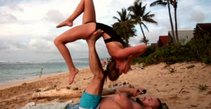 Video: Yoga proposal by boyfriend stuns woman