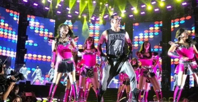 Watch: Akshay gives a surprise performance at Salman's Da-bang tour in Hong Kong!