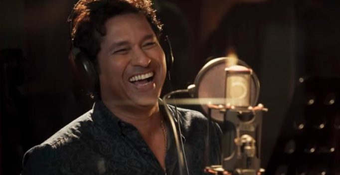 Watch: Sachin Tendulkar sings 'cricket wali beat pe' with Sonu Nigam