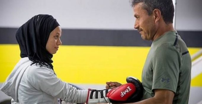 US Muslim teen wins right to box competitively in hijab