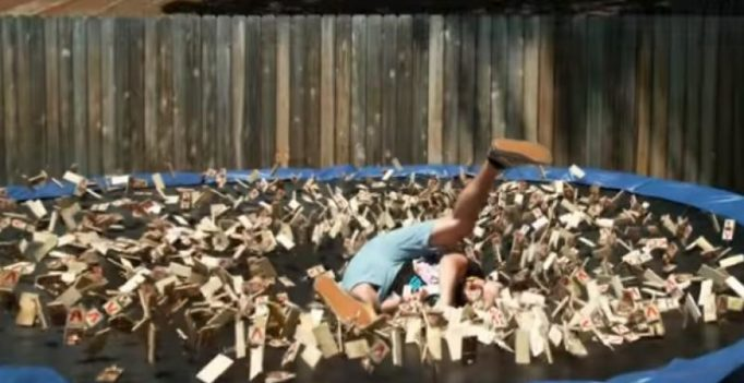 Video: Man jumping into 1000 mousetraps is the craziest thing you will see today
