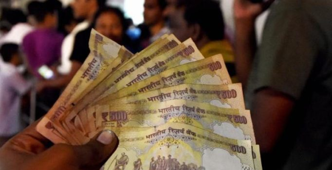 RBI allows district co-operative banks to deposit old notes stockpile