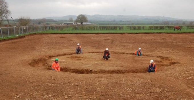 4,000-year-old burial site discovered in UK