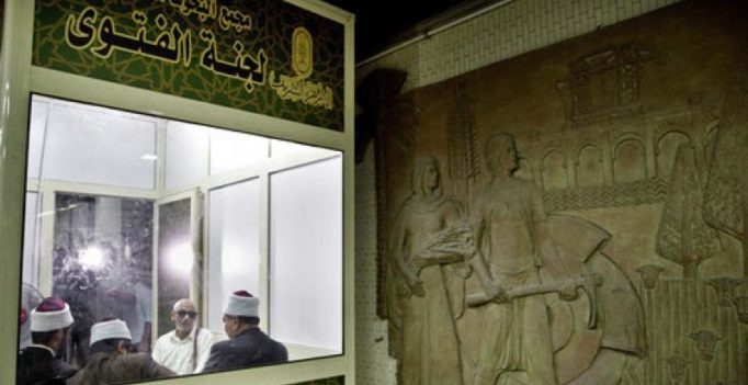 Egypt: Clerics offering religious advice in Cairo metro station stir debate