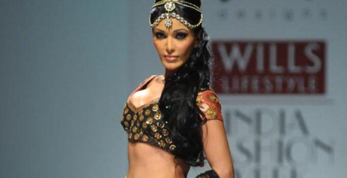 'Musafir' actress Koena Mitra gets lewd calls from man, lodges complaint