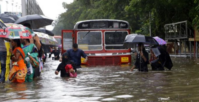 Heavy rains throw Mumbai life out of gear; people advised not to venture out