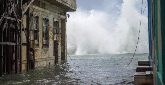 Video: Hurricane Irma floods leave Cubans waist-deep in water