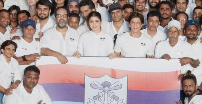 Soldiers give their tomorrow for our today: SRK, Anushka back armed forces