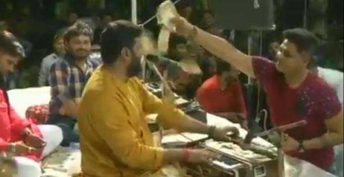 Watch: Money worth lakhs being showered on folk singers in Gujarat