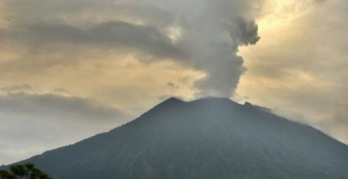 Around 1,500 people evacuated from Papua New Guinea after volcano eruption