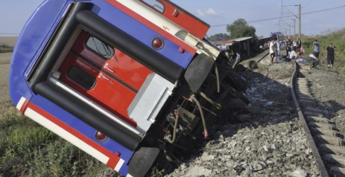 24 killed, 318 injured after train derails in Turkey