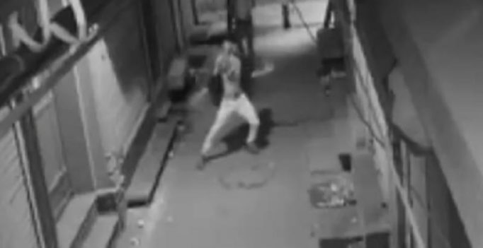 WATCH: Delhi thief does a happy dance before robbing a store