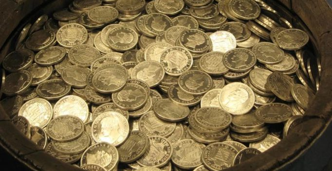 Indonesian man pays $10,000 to ex-wife… in coins