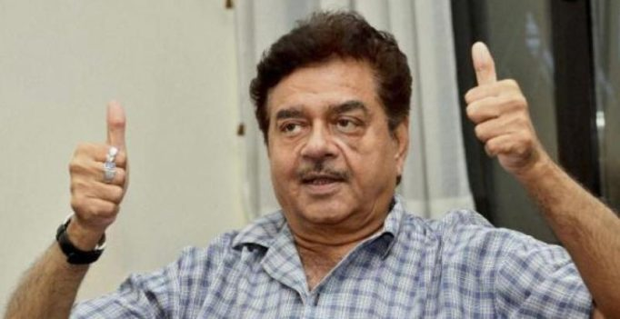 Shatrughan Sinha defends Navjot Singh Sidhu on hug row