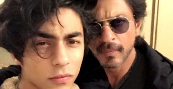 Like father like son: Aryan Khan helps a beggar who approached him a la papa SRK