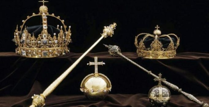 Thieves steal Swedish royal crown, gold in broad daylight, flee in speedboat