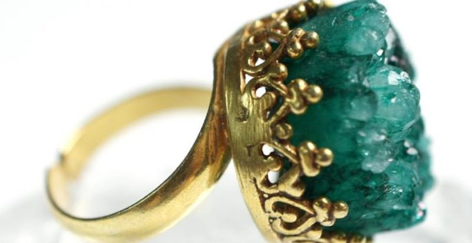 Amateur treasure hunter unearths Elizabethan gold signet ring worth £10,000 in field