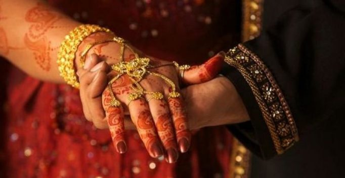 As fuel prices rise, Tamil Nadu groom gets 5 litres of petrol as 'wedding gift'