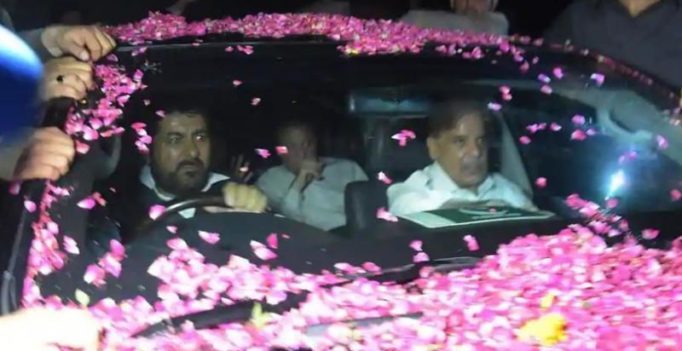 You're innocent: Supporters welcome Nawaz Sharif in Lahore after release