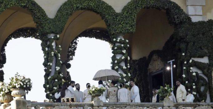 Here's how Smriti Irani describes 'long' wait for DeepVeer wedding pics